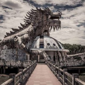 I dare you to step into this abandoned water park in Vietnam !