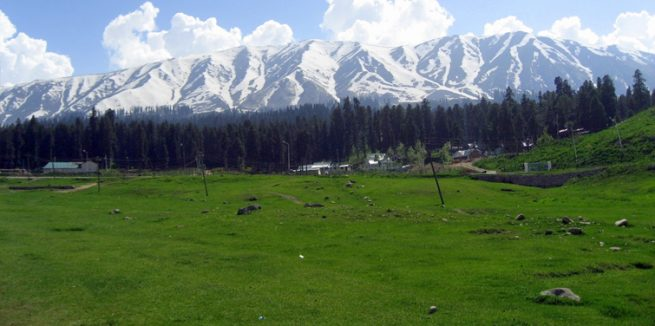 learn acroyoga for beginners trip to the meadows of Gulmarg