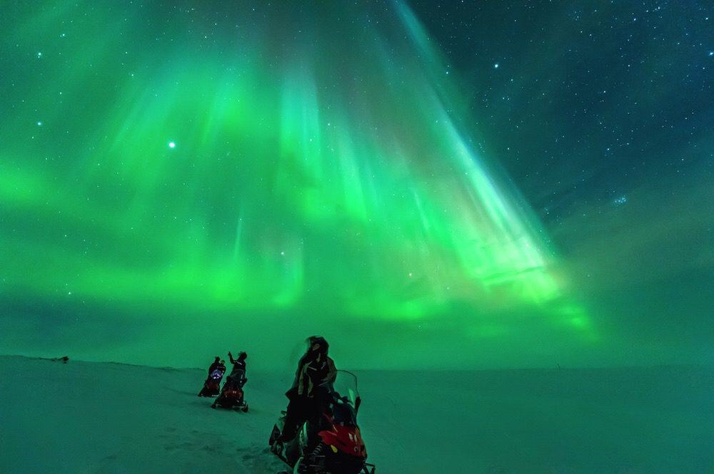 Northern-Lights-Trip-on-the-snowmobiles